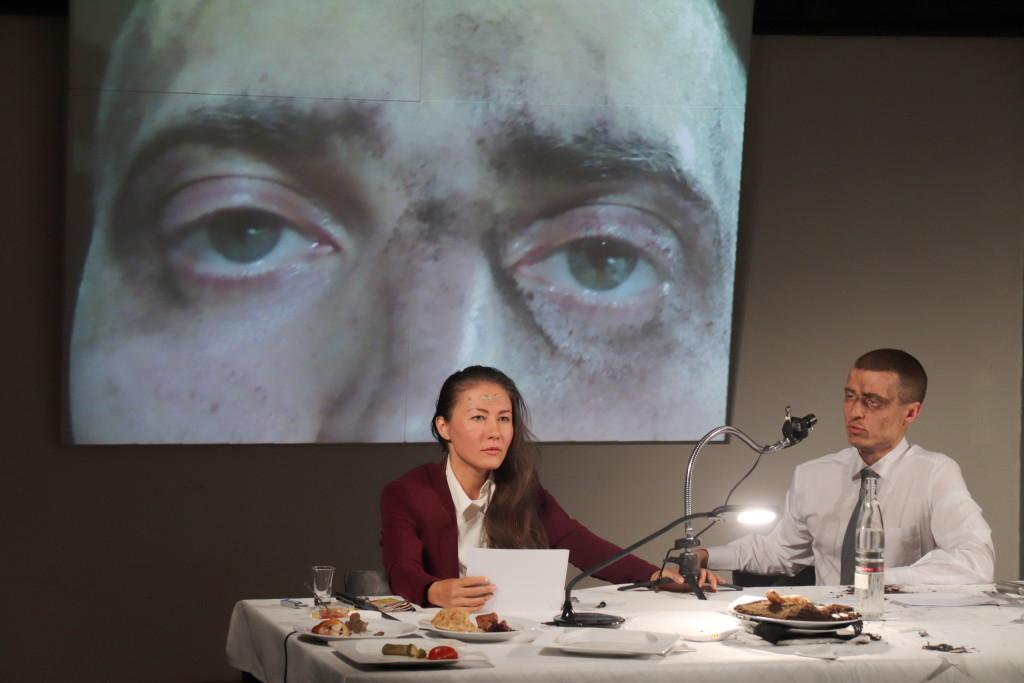 Sobotu odstartovali Spitfire Company s premiérou inscenace Konec člověka?!? Reportáže psané z kuchyně Foto Anna Černá