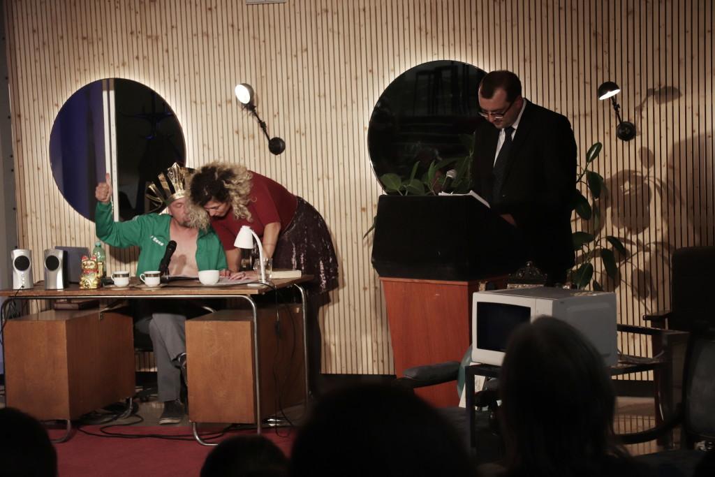Sobotní večer byl zakončilo scénické čtení knihy od S.d.Ch. Kniha Tutáč aneb Triumf lhostejné šelmy. Foto Anna Černá